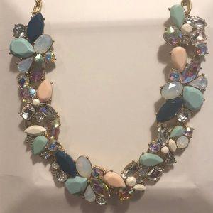 Beautiful statement necklace!